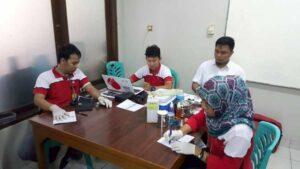 Tim dari PMI Tangerang