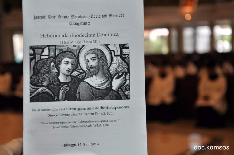 Menerima Kasih Allah di Misa Bahasa Latin